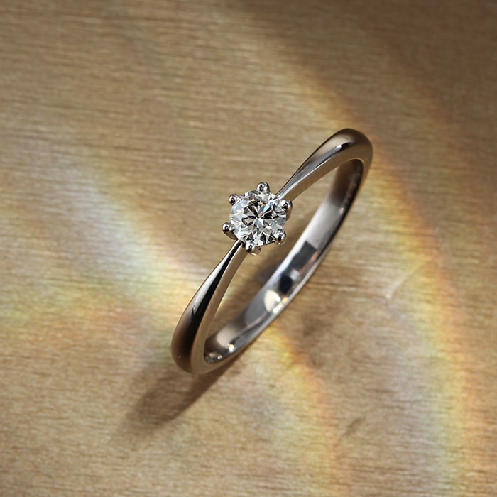 【送料無料】天然ダイヤモンド0.15ctUp/JカラーUp/SIUp/GOODUp <br>×K18ホワイトゴールドリング 鑑定書付き